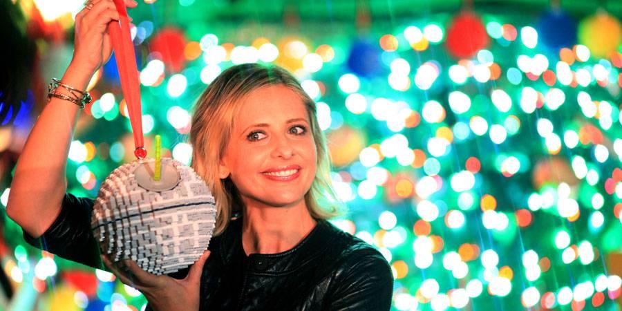 Sarah Michelle Gellar Lights Legoland Christmas Tree