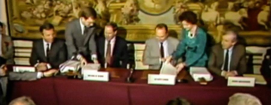 "24th March 1987: Michael Eisner and president Jacques Chirac sign the ""Agreement on the Creation and the Operation of Euro Disneyland en France"". Source: Euro Souvenirland"