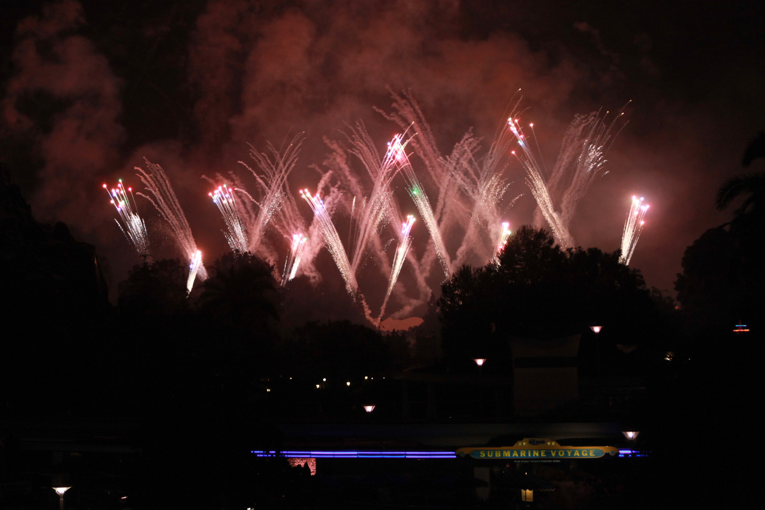 Experiencing the Tomorrowland Skyline Lounge – EndorExpress