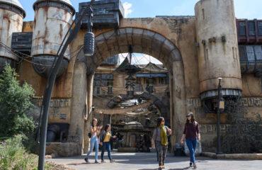 Galaxy's Edge: A Walk Around the Marketplace with Disney Parks Merchandise's Amanda Rubinos-Luna