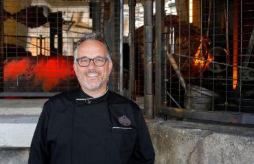 Disneyland Executive Chef Takes Us On A Crash Course of Batuu's Quick Eats.